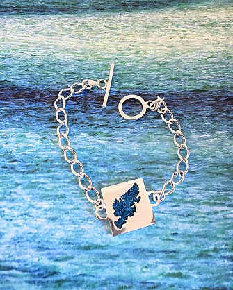 Sterling silver bracelet. Approx  square 25x25mm